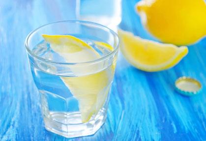 stockfresh_5618504_water-with-lemons_sizeXS_76f85e